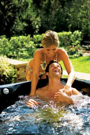 Sommer mit Whirlpool Jacuzzi outdoor