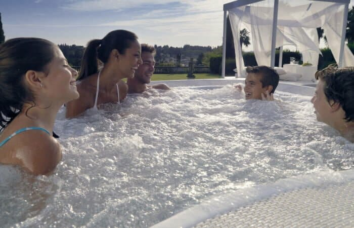 Pool Alternative - Familie Whirlpool Spadeluxe