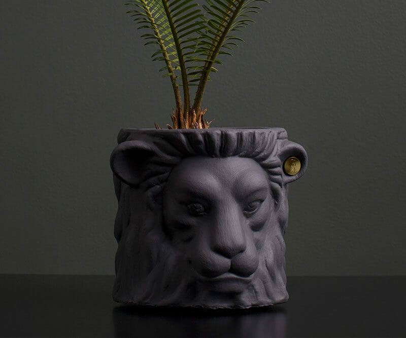 Garden-Glory-Lion-Pot-SMALL---Grey-spadeluxe-2