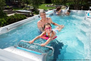 Spadeluxe - Endless Pools Swim Spa E500 Schwimmtraining