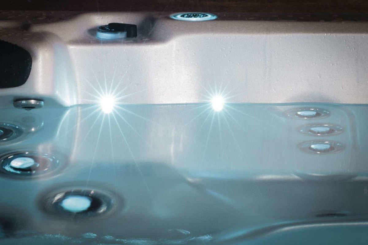 Whirlpool Vortex Titanium Wasserlinie