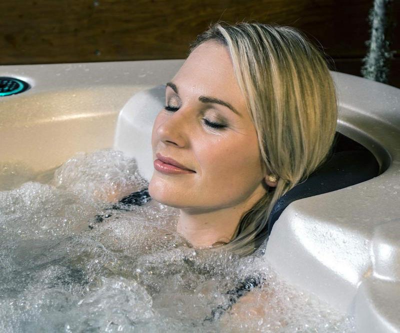Whirlpool outdoor Massage - Spadeluxe